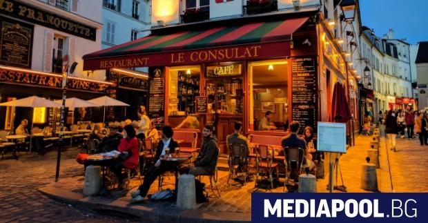 Външните части на кафенетата, баровете и ресторантите в цяла Франция