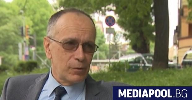 Служебният вътрешен министър Бойко Рашков продължава с пенсионирането на шефовете