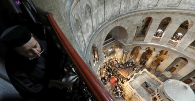 Православни християни се стекоха на Велика събота в църквата