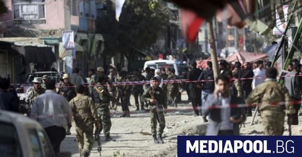 Взрив в джамия в Кабул уби 12 души, съобщи Ройтерс,