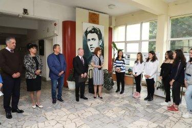 Бизнесът в Етрополе и Чавдар подкрепи образованието на децата