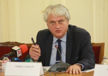 Бойко Рашков може да обжалва отнемането на достъпа си до тайни