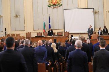 Мика Зайкова от ИТН председателства откриването на 45-ото Народно събрание. Сн. БГНЕС