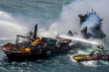 Потънал кораб с химикали предизвика екокатастрофа край бреговете на Шри Ланка