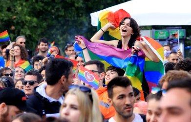 """""""София прайд"""" се провежда на фона на шествие """"в защита на традиционното семейство"""""""