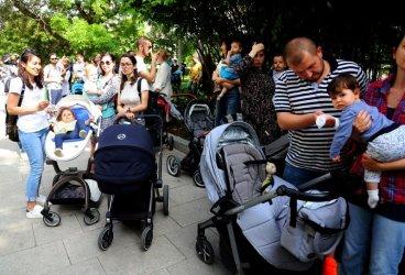 Родителски протест поиска компенсации и бързи строежи на детски градини в София (Обновена)