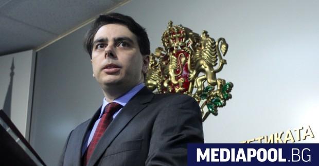 Служебният министър на финансите Асен Василев даде в неделя отговор