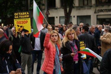 """Протестът """"Правосъдие без каскет"""" се възроди пред Съдебната палата (Видео)"""