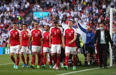 Мачът Дания - Финландия бе прекъснат, Кристиян Ериксен е в болница