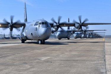 Военен самолет с 92 души на борда се разби във Филипините
