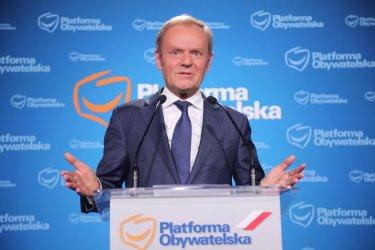 Доналд Туск се завръща на предната линия в Полша, за да се изправи срещу Качински