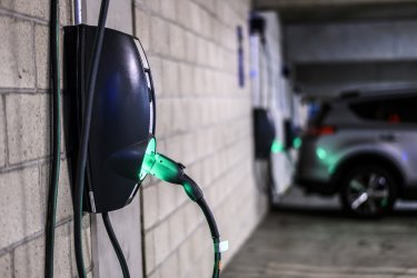 Германия достига целта си за 1 млн. електромобила през юли