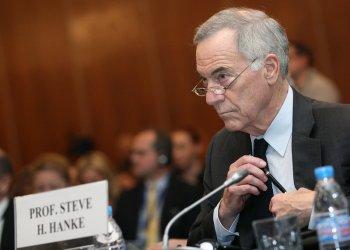 Стив Ханке: Защо ви е евро, като имате валутен борд?