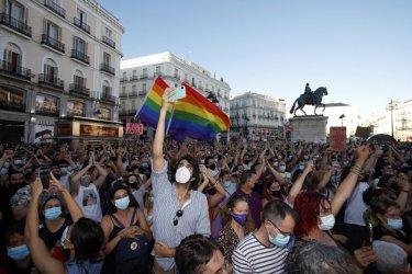Протести в Испания срещу вероятно хомофобско убийство