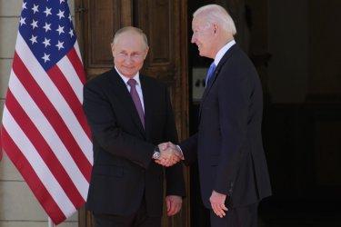 САЩ и Русия връщат посланиците си и възобновяват преговорите за въоръжението (Обновена)