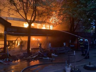 Пожар унищожи част от централния пазар в Перник