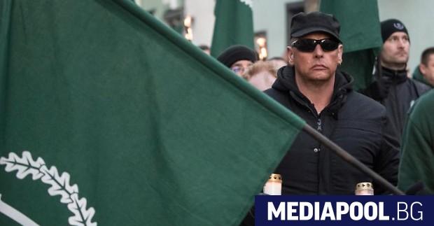Броят на хората в Германия, които подкрепят крайнодесни възгледи, отново