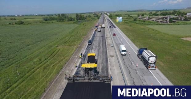 С месец се удължава ремонта на автомагистрала