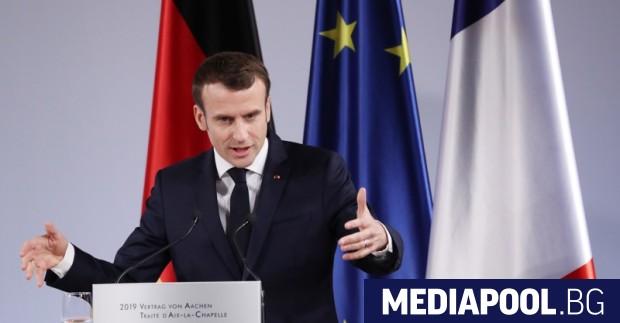 Френският президент Еманюел Макрон приветства пр