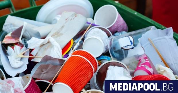 Забраната за пускане на българския пазар на еднократни пластмасови изделия