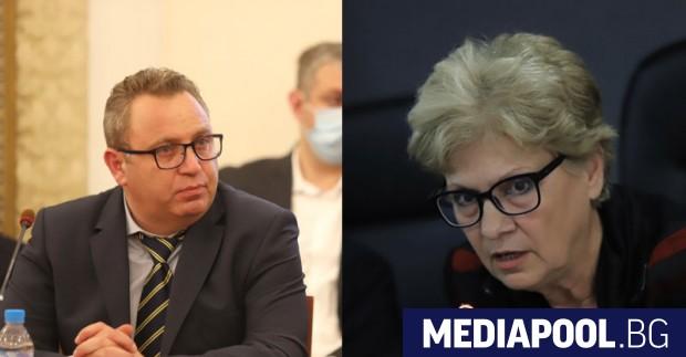 Строителният министър Виолета Комитова е изпратила писма до 8 търговски