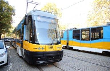 Катастрофа на коли временно спря трамваи в София