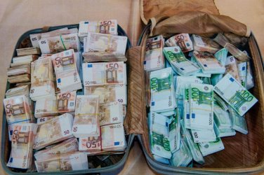 Европейската комисия планира да създаде нова агенция за борба с прането на пари