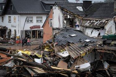 Най-малко 117 души загинаха при големите наводнения в Европат (видео)