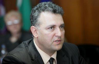 Министърът на енергетиката позволил на уволнения шеф на БЕХ да подписва плащания