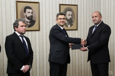 From left to right: Deputy chair of TISP Toshko Yordanov, PM nominee Plamen Nikolov and President Roumen Radev