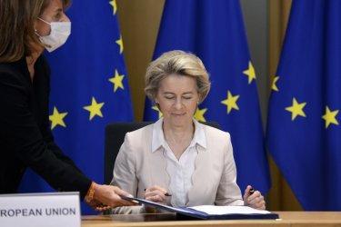 Коронавирусът в Европа: ЕС обяви за постигната целта си за ваксиниране до края на месеца