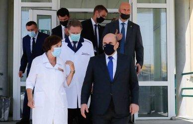Руският премиер посети острови, обект на японски претенции