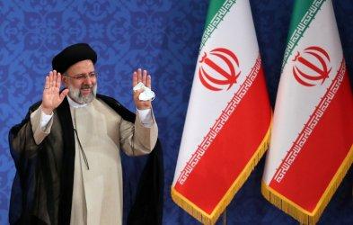 Новият ирански президент Ебрахим Раиси положи клетва пред парламента
