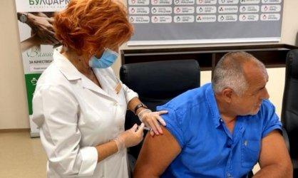 Борисов се ваксинира срещу коронавирус на живо във Фейсбук