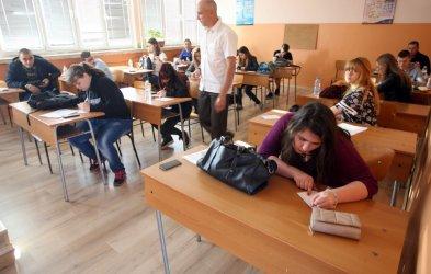 Всеки пети ученик не се справя по български език и математика