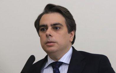 Финансовият министър поиска Тошко Йорданов да му се извини за твърденията за кражба