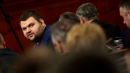 Прокуратурата обяви, че Пеевски е бил разпитан
