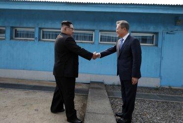 Северна и Южна Корея възстановиха комуникационните си канали