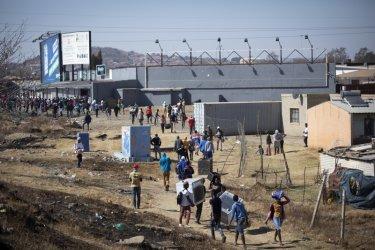 Погроми разтърсват Южна Африка, шестима са убити през уикенда