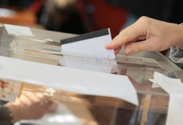 В секциите с хартиено гласуване: ГЕРБ и БСП са получили по-голяма подкрепа