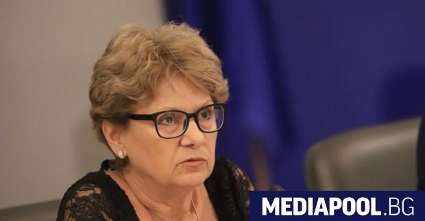 Строителният министър Виолета Комитова, която два месеца прави ежедневни разкрития