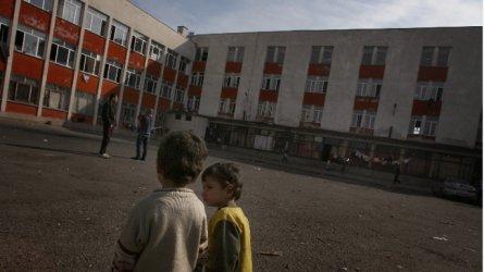 """Проверка на омбудсмана откри лоши условия и  риск от Covid-епидемия в бежанския център във """"Военна рампа"""""""