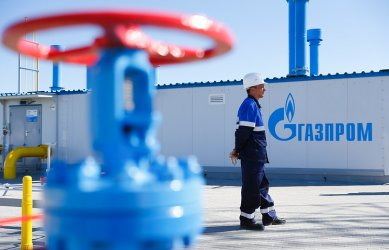 """Хазартната игра на """"Газпром"""" с полупразните хранилища за газ в Европа"""