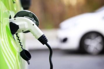 Две трети от продажбите на коли ще са електромобили до 2040 г.