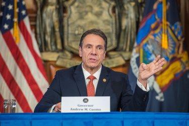 Губернаторът на щата Ню Йорк Андрю Куомо подаде оставка