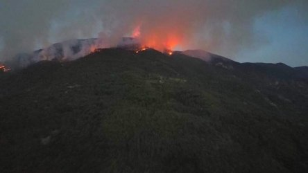 Пожарът в родопското село Югово продължава шести ден. Търсят още доброволци
