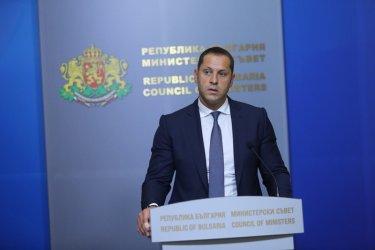 """Съдът спаси от глоба за конфликт на интереси санкционирания по """"Магнитски"""" Манолев"""