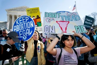 Върховният съд на САЩ остави в сила тексаски закон, ограничаващ правото на аборт