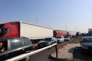 Проверки за мигранти допълнително затрудняват трафика към Румъния