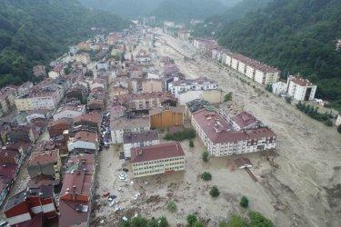 Жертвите при наводненията в Турция вече са 64